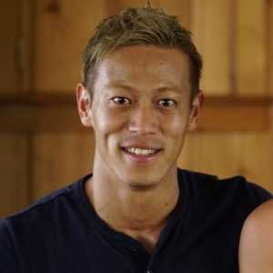 Keisuke Honda on Twitter replying to AC milan's reply: Call me when you need me. Please don't forget about it.