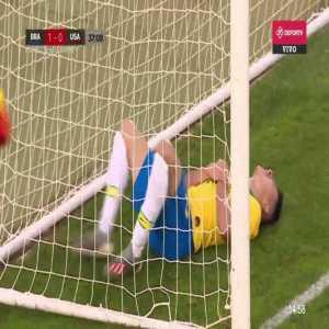 Martinelli crashes into the post (Brazil vs USA U23)