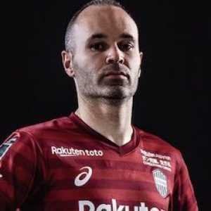Andrés Iniesta: All my support to the players who fight for their rights. For equality.
