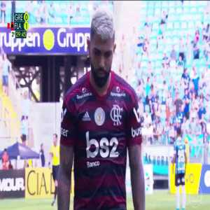 Gabigol (Flamengo) sent off for applauding the referee. While walking off, he counts his five fingers to the Grêmio fans in reference to Grêmio's 5-0 loss to Flamengo in the Libertadores semifinal 2nd leg