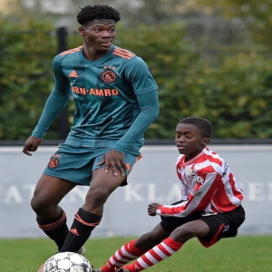 This picture was taken during Ajax U15s against Sparta Rotterdam U15s. David Easmon is 14 years old, and stands almost 1.90 m tall.