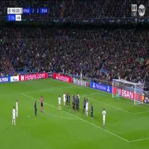Bale free kick off the post vs PSG