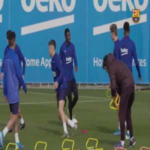 Frenkie De Jong vs Dembele during training.