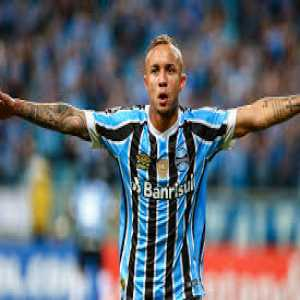 Everton Soares' entourage will arrive in Europe on Friday. Their first destination will be London to talk with Everton and West Ham and after the weekend they will arrive in Italy to meet with Milan. Kia is the name of the agent. Price tag set at €40M.
