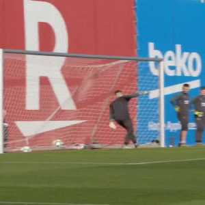 Suarez Scores Another Backheel Goal in Training