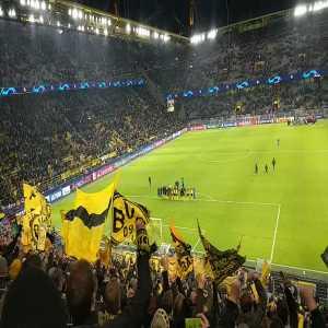 Borussia Dortmund Goalkeeper Roman Bürki gets a standing ovation after a MotM performance vs Slavia Prague