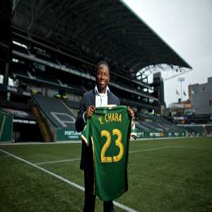 Yimmi Chara of Atletico Mineiro sign for Portland Timbers