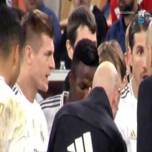 Video catches how Madrid set up the Penalties, Mariano immediately said No to going first, everyone ignores Vinicius, Kroos elected Rodrygo to go 3rd, Carvajal chooses to go first, and Mariano gives advice to Thibault to wave his arms to distract the shooters