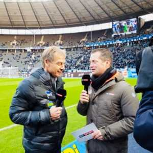 Dirk Schlarmann / Sky Germany: Todibo's transfer to Schalke to be completed today. Schalke have an option to buy but Barcelona have a buy back clause.