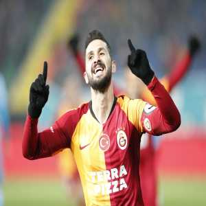 Galatasaray player Emre Akbaba returns from 8 month injury and scores a goal his first official game back against the same team in the same field he last played and broke his leg against, while as a captain.