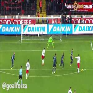 Gaziantep striker Muhammet Demir misses 2 penalties in 5 minutes