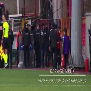 The cutest thing you'll see all week - a dog takes a free-kick and won't give up the ball. After being removed from the pitch, the dog finds a way back onto the pitch for the 2nd half. (Karagümrük vs. Giresunspor - Turkish 2nd tier)