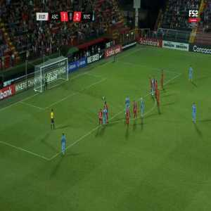 Deportiva San Carlos goalkeeper Pemberton with an interesting penalty kick strategy