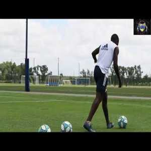 Left-handed challenge - 2 Boca Juniors players show their skills