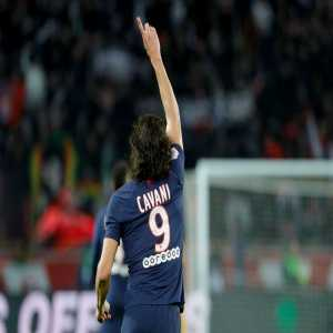 Edinson Cavani becomes the first PSG player to score 200 goals for the club