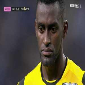 Jackson Martinez (Portimonense) penalty miss against FC Porto 45'