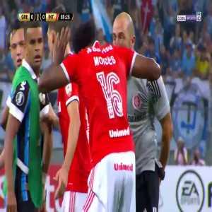 Fight breaks out during the Gremio-Internacional Copa Libertadores match