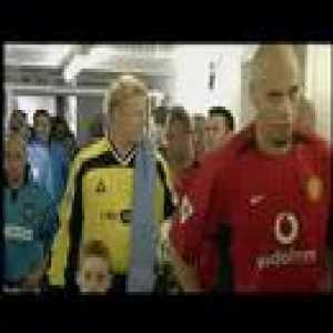 Gary Neville vs Peter Schmeichel 2002 | A great little clip of Neville not shaking Schmeichel's [then as a Man City player] hand during the Manchester derby in 2002