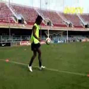 Ronaldinho crossbar video