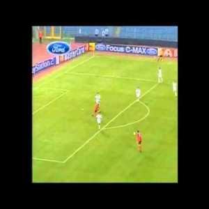 Berbatov casually beats Roma defender and scores a lob goal