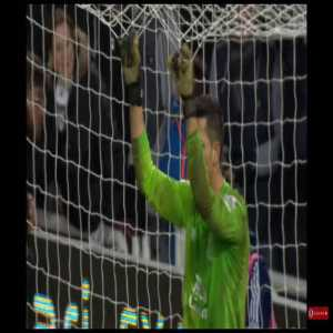 West Ham v Everton penalty shootout, Adrian's glove throw edition