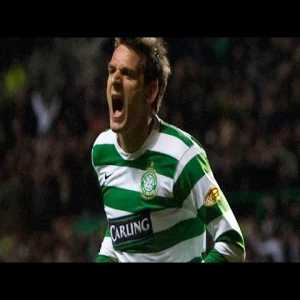 Jan Vennegoor of Hesselink scores an injury time winner for Celtic against Rangers.