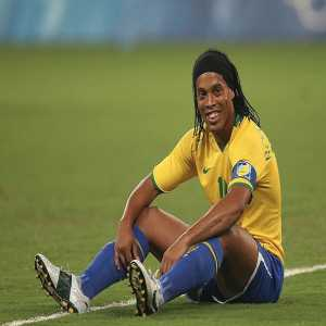 Ronaldinho Gaúcho celebrates his 40th birthday today inside a Paraguayan Prison