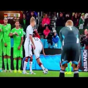 This peculiar free kick strategy (Germany vs Algeria Brazil 2014)