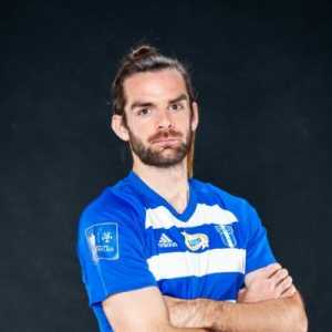 """Corner comes in, ball doesn't go near him so I'm ok. Second one is aimed at him, before he makes his run, he pinched my nipple and got away from me but his header wasn't on target. Then to my surprise he comes over screaming at the ref saying I was fouling him!"""" -Cillian Sheridan on marking Zlatan"""