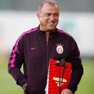 Galatasaray manager Fatih Terim tests positive for corona virus. He says to not worry.