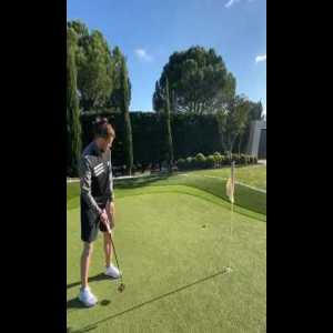 Gareth Bale Used Magic when playing golf