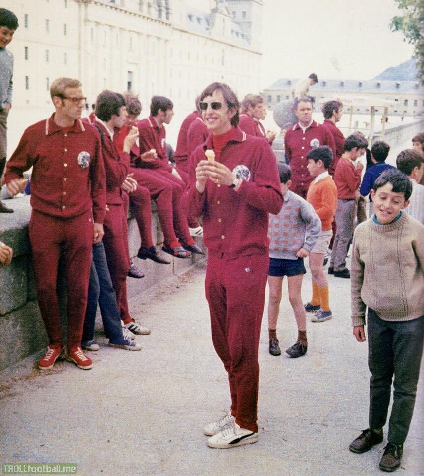 [1969] Johan Cruyff and Ajax squad in Lisboa ahead of Benfica - Ajax