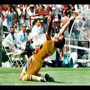 A compilation of incredible goals by Hagi, Romania's greatest ever player and one of the best attacking midfielders in Europe during the 80s and 90s.