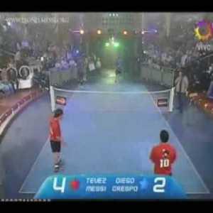 Messi & Tevez vs Maradona & Crespo [Fut-Tennis Match]