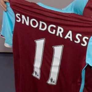 Robert Snodgrass: Thanks Matt Hancock it's great to have your backing....... in future do your homework on what we do and who we are as people before coming for us. Over £1billion in tax and NI PAYMENTS doesn't even earn RESPECT anymore. It's not about us it's about the real heroes...The NHS ❤️👌
