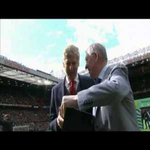 On this day 2 years ago Sir Alex Ferguson presented Arsene Wenger with a memento in honour of his retirement