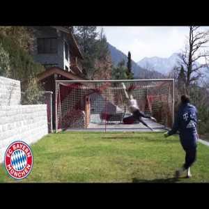 Manuel Neuer's impressive home training | FC Bayern