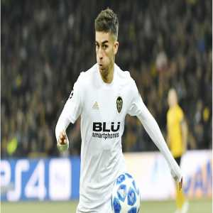 Valencia has made three renewal offers to Ferran Torres and decided to withdraw the last one. The player looks like he wants to leave. Torres' agent offered him to Bayern, Real Madrid, Dortmund and Atlético. However, Valencia have not received any offers so far.