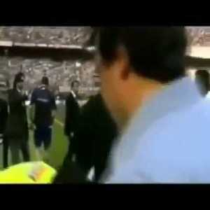 On this day, 16 years ago: Roberto Baggio plays his last career game (AC Milan 4-2 Brescia). Here's the moment of his substitution and the standing ovation given to the Divine Ponytail by a packed San Siro