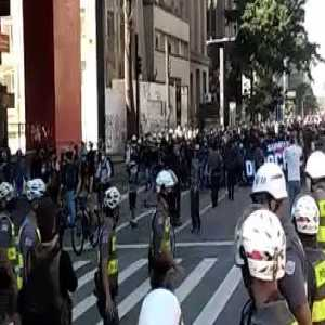 Corinthians organized supporters on a pro-democracy march in São Paulo, today