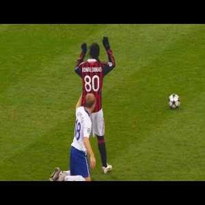 Ronaldinho disrespecting his opponents