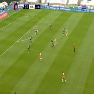 Newcastle 0-2 Manchester City - Raheem Sterling 68'