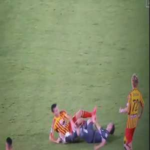 Federico Bonazzoli (Sampdoria) face kick on Lecce's Giulio Donati - Referee Gianluca Rocchi awards no booking