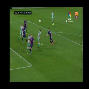 Comparison of Griezmann and Messi's chipped goals from the edge of the box.