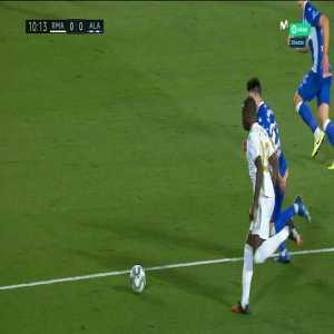 Real Madrid 1-0 Deportivo Alavés: Karim Benzema penalty goal 11'