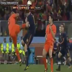 On this day 10 years ago, Nigel de Jong became proffesional Kung-Fu fighter against Xabi Alonso. He was booked with a yellow card, as there wasn't novice yellow belts in the stadium at that moment