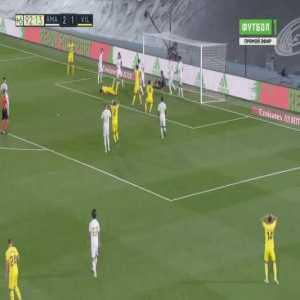 Thibaut Courtois double save vs Villarreal (90'+3')
