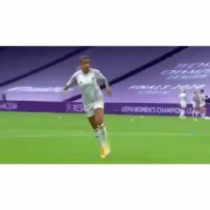 Funny video of Olympique Lyon Women's team warming up