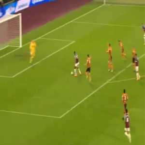 West Ham [4]-1 Hull - Sebastien Haller 90'+1'