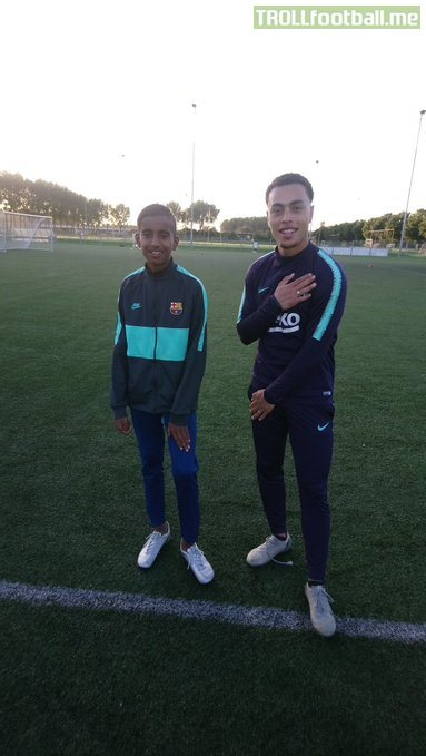 "Sergiño Dest with a fan, six weeks ago, in Almere, Netherlands. The North American player said: ""I would love to play for Barça""."